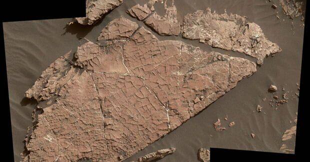 Curiosity, Mars Yüzeyinde Kurumuş Göl Buldu