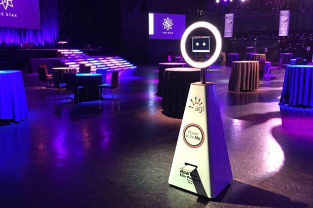 Fotoğraf Çeken Otonom Robot Selfiebot Tanıtıldı