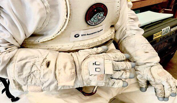 NASA, Astronotlar için Akıllı Eldivenlerini Tanıttı